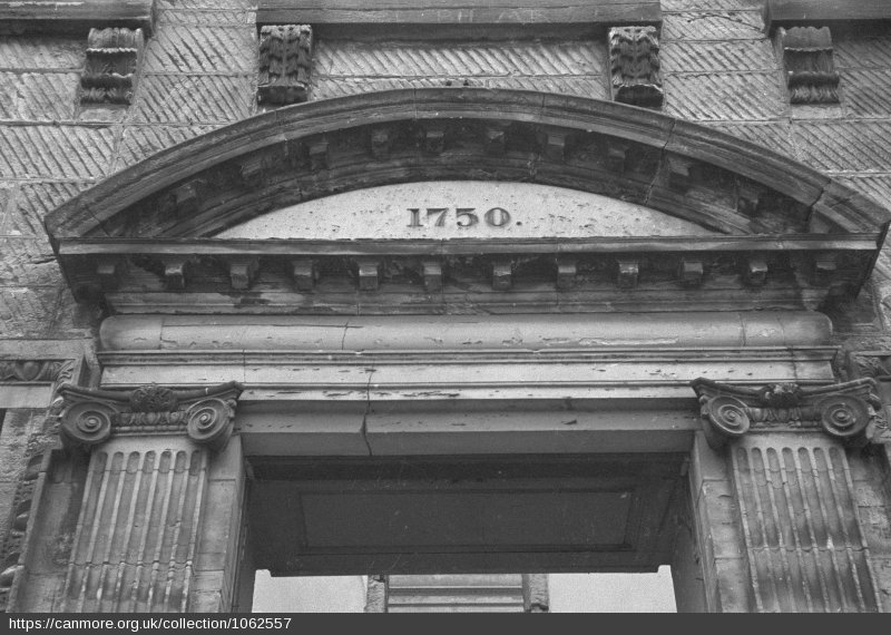 Front door pendant of Largo House - Photo 1957