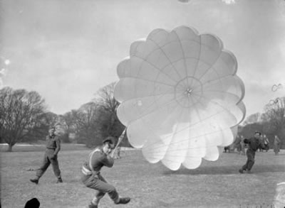 Polish Parachuter at Lundin Links
