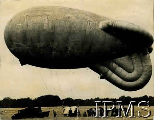 Parachute Training Using Barrage Balloon At Tatton Park, Ringway - Karta 2237 web