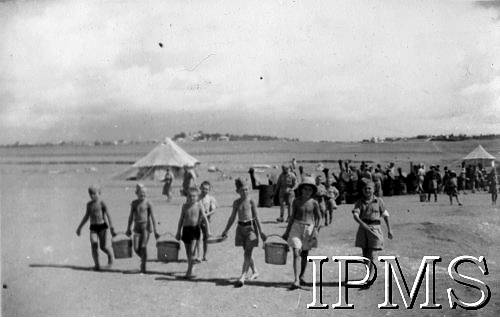 Poles In Middle East - Children Carry Water Buckets - Karta 2197