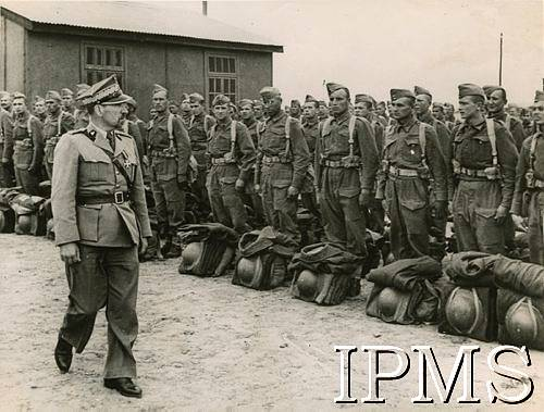 Poles In Middle East - Equiped Now In British Uniforms - Karta 2625