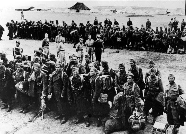 Polish troops arriving on the beach at Pahlevi in 1942.