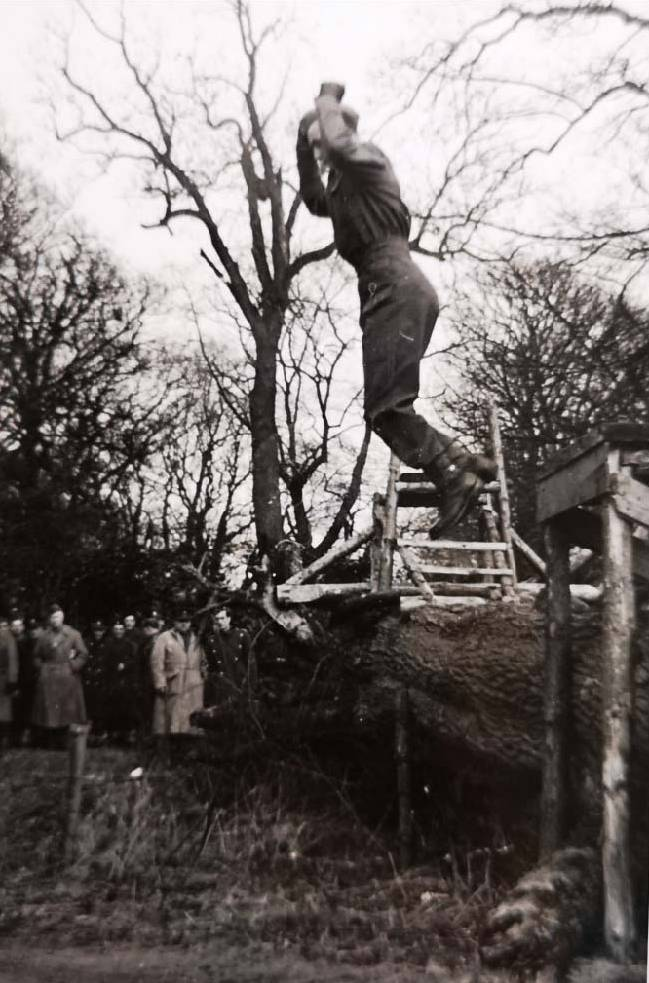 ©St.Andrews Museum - Largo House - Malpy Gaj - Learning To Jump 01
